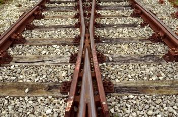 track-2906667_1920.jpg
